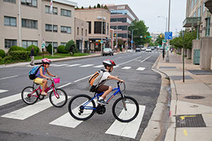 kids-biking-to-school